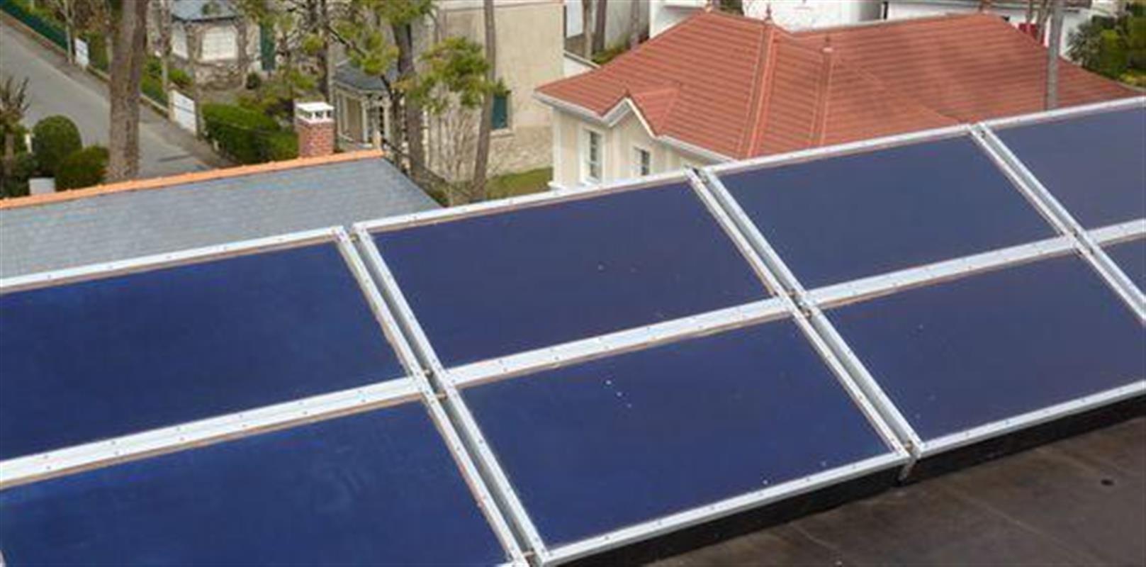 les panneaux solaires thermiques energie solaire dans un. Black Bedroom Furniture Sets. Home Design Ideas
